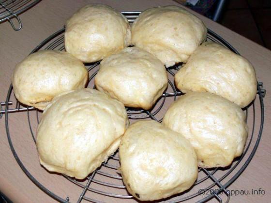 Mit Kartoffel- Bohnen- oder Erbsensuppe servieren