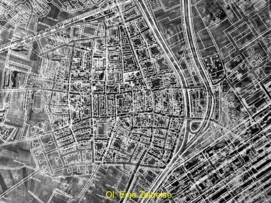 Oppau 1943/44 Zu Beginn dieser Serie eine Luftaufklärungskarte von Oppau. Oben links: Bahnlinie Oggersheim - BASF, Mitte oben bis Mitte unten: Ostring, Rechts BASF, Unten Feld in Richtung Willersinn-Weiher. Die Karte zeigt für jeden Bombentrichter einen dunklen Punkt. Unten links bis Mitte besonders gut zu sehen. Treffer sind durch den gesamten Ort und in der BASF. Auf die Karte wurden später die Häuser-Blocks und Straßenzüge in Weiss darüber projiziert.