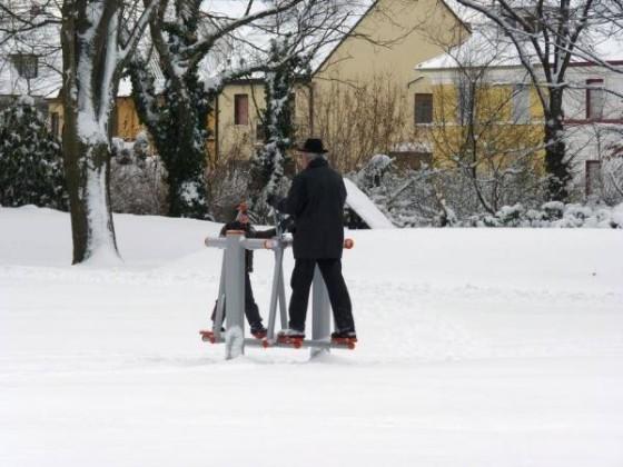 Oppau 25.12.2010 Trimm-Dich im winterlichen Park