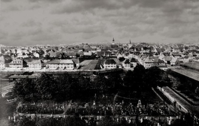 Oppau um 1925, Blick vom Wasserturm, Vordergrund: Der damalige Friedhof. Dahinter die Anfänge vom Park