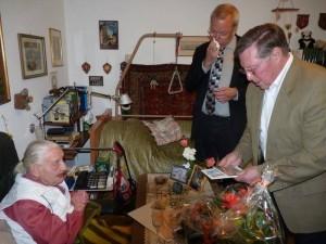 Am 18.8.2010 Überbrachten Ortsvorsteher Udo Scheuermann und Sportdezernent Wolfgand van Vlieth die Glückwünsche von OB Dr. Eva Lohse, Ludwigshafen und Ministerpräsident Kurt Beck zu ihrem 107. Geburtstag.