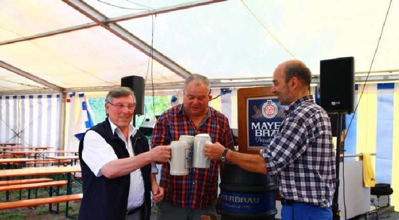 Prost auf das Fischerfest: vl Udo Scheuermann, Peter Schwarm und Jörg Mayer