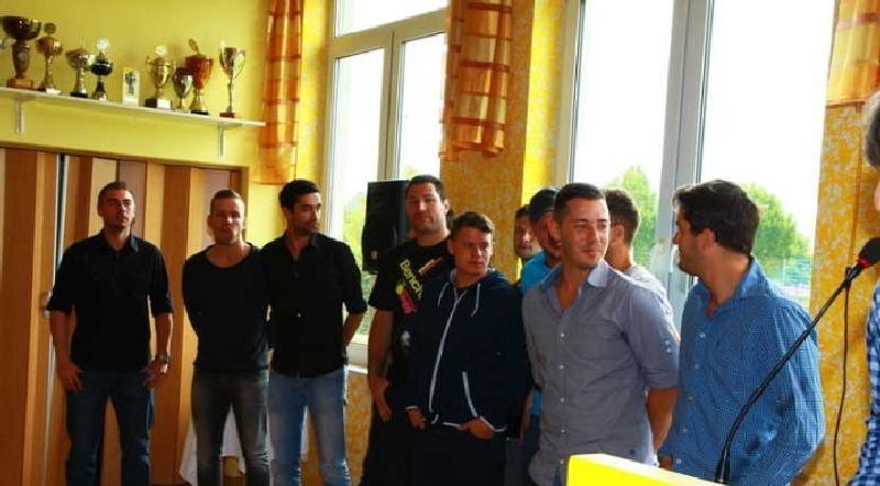 Die erfolgreiche erste Mannschaft des BSC Oppau beim Empfang