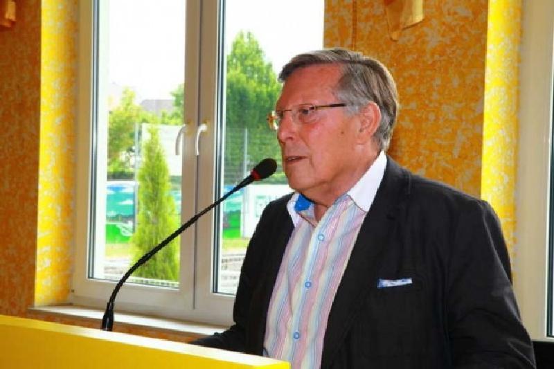 Ortsvorsteher Udo Scheuermann mit Glückwünschen