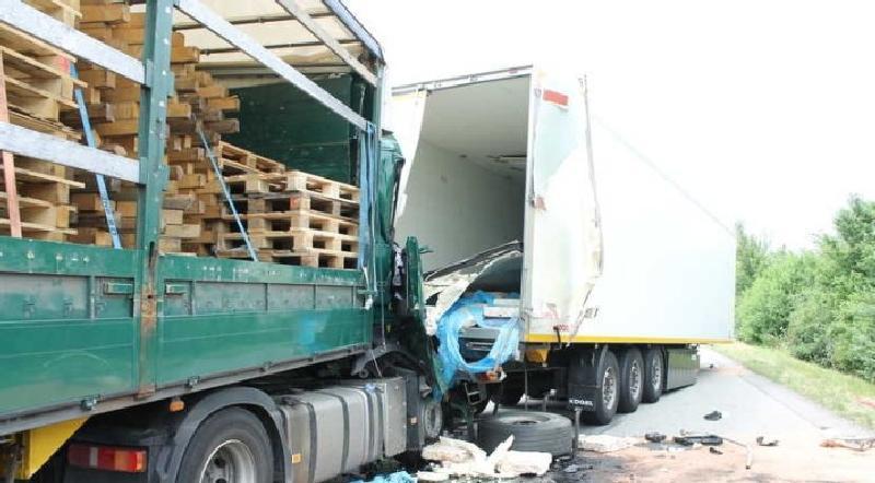 Unfallursache unklar. LKW-Unfall auf der BAB 61