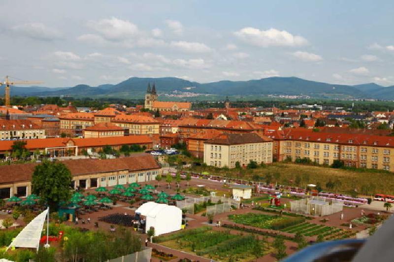 Blick vom Riesenrad auf das Landesgartenschaugelände und die Stadt Landau