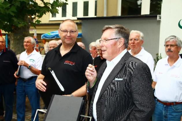 Ortsvorsteher Udo Scheuermann lobt die Liederkränzler