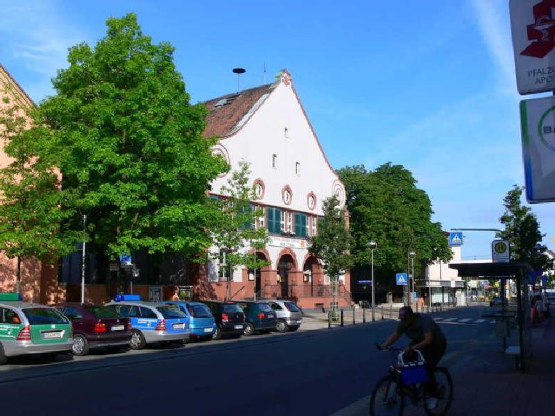 Rathaus, Edigheimer-Straße 26