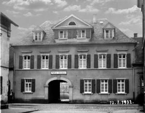 12.01.1932 die städtische Volksbücherei Oppau wird eröffnet