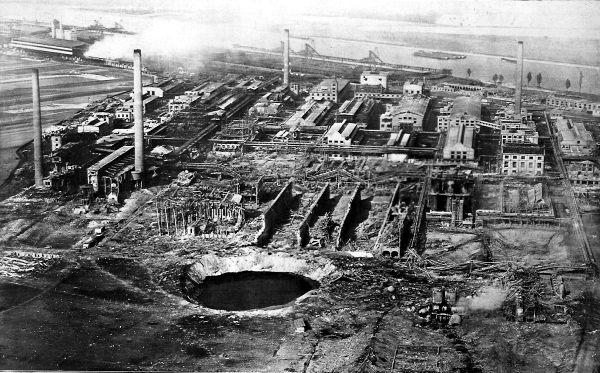 Explosionskrater auf dem Gelände vom Werk Oppau der BASF