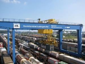 07.02.2003 Das weltgrößte Chemielager und Logistik-Zentrum wird in BASF-Nord in Betrieb genommen