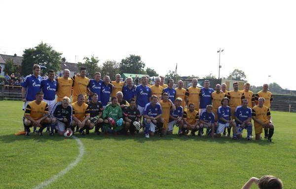 Die AH-Mannschaften von BSC Oppau und Schalke 04