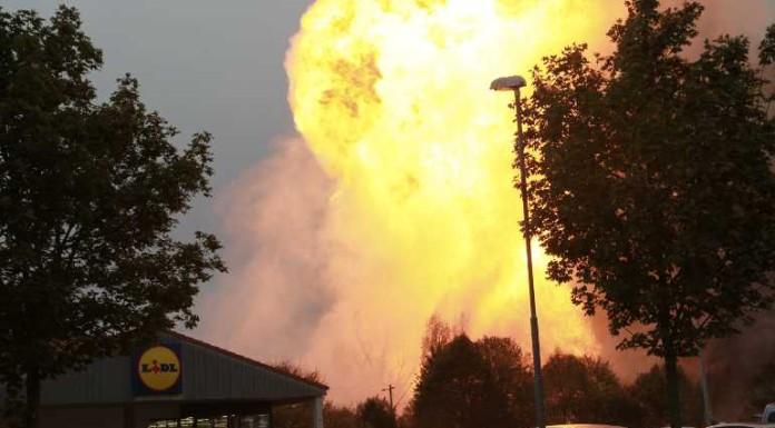 Direkt an der Bahnlinie hinter dem Lidl grollte die Flammenhölle
