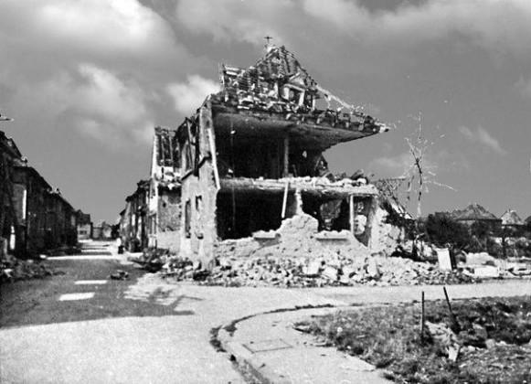 Oppau 1944 Zerstörtes Wohnhaus Georg Süß, Au-Strasse 45