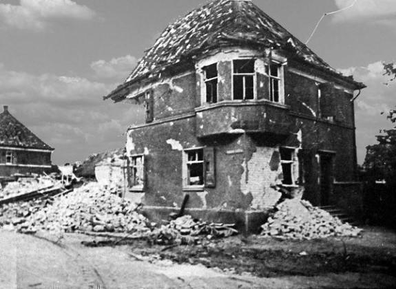 Oppau 1944 Industrie-Str., heute Bgm-Trupp-Str. Ecke Bad-Ausee-Str.