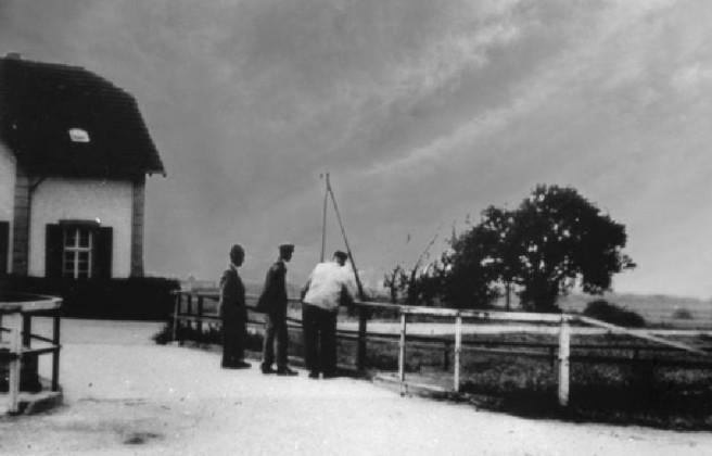Drei alte Oppau-Edigheimer auf der Kanalbrücke zum Dammmeisterhaus