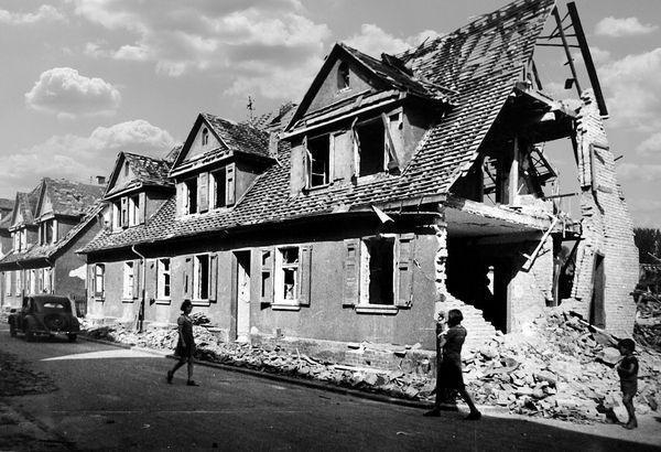 Oppau 18.8.1944 Gabelsberger-Str. 27, 29 und 31 Nach dem Luftangriff