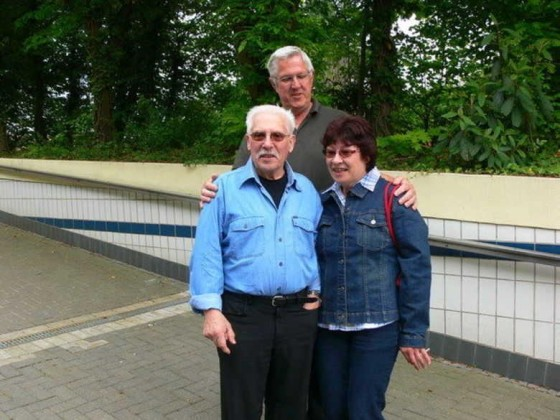 Edigheim 23.4.2009, Joana und Hans sind Paten für die Reinigung des Tunnels.