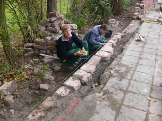 Oppau, 22.10.2009. Die baufällige Parkmauer wird restauriert