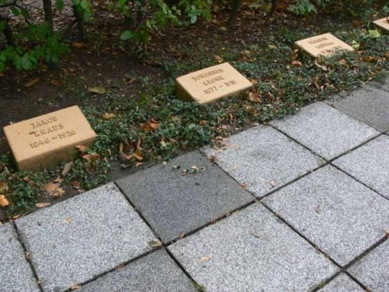 Oppau 22.10.2009. Kriegsgräber nach der Reinigung
