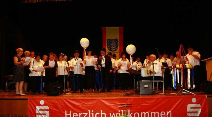 ^Kerwelieder vom Projektchor der Oppauer Kerweborsch und -Mädels vorgetragen