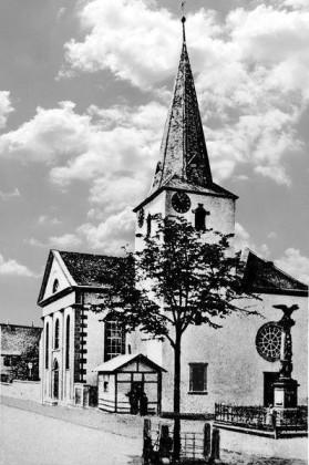 KI: Oppau vor 1900. Kirchen-Strasse Rusten-Strasse, prot. Kirche