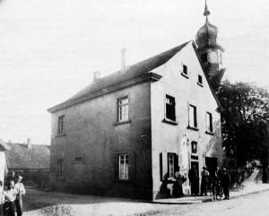 Altes Rathaus von Oppau 1731-1921 Ecke Kirchen- Rathausstr. (heute Martinsgasse)