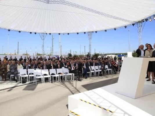 Beifall von Ktl-Geschäftsführer Roland Klein, BASF-Standortleiterin und Vorstandsmitglied Margret Suckale und BASF Werkleiter Dr. Nick für den Kranentanz.
