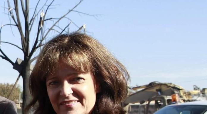 Archivbild: OB Dr. Eva Lohse bei Betroffenen der Gasexplosion 2014