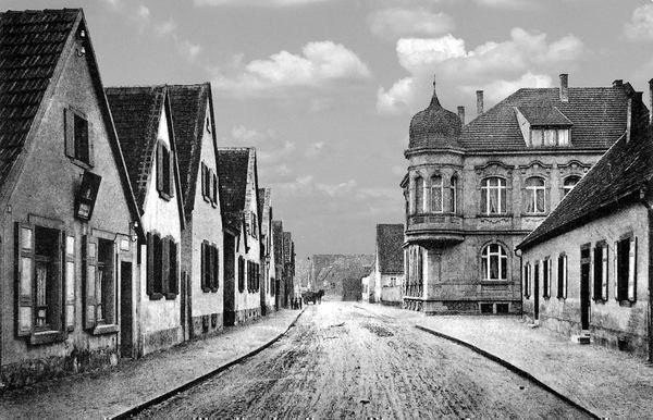 OR: Oppau 1906 Friedrich-Str./Rathaus-Str. (Martinsgasse). Dr. Riedl.