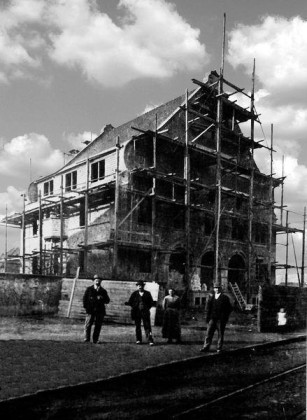OR: Oppau 1916-17 Neues Rathaus im Bau.