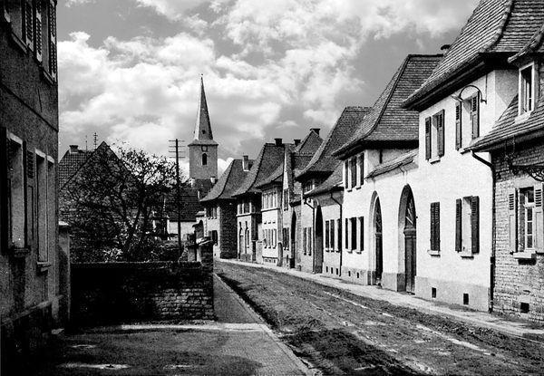 OR: Oppau 1925 Friedhof-Str.(Rhein-Str.), Blick auf prot. Kirche