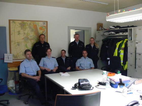 Das Team der Dienstgruppe von Michael Horst Von links stehend: Thorsten Ringel, Reiner Pfeiffer, Juliane Stumm. Von links sitzend: Veit Wesser, Jennifer Lorenz, Michael Horst, Florian Wack