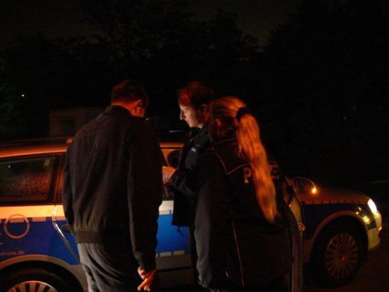 Kontrolle der jungen Personen im PKW an der Einbiegung Frankenthalerstrasse/Schlangenweg. Der Betroffene Fahrer gilt nun als Beschuldigter, bekommt das Ergebnis mitgeteilt und wird über seine Rechte aufgeklärt.