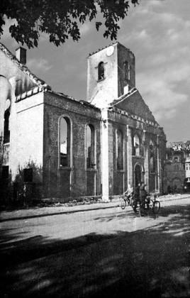 Oppau 1943 Ausgebrannte protestantische Kirche