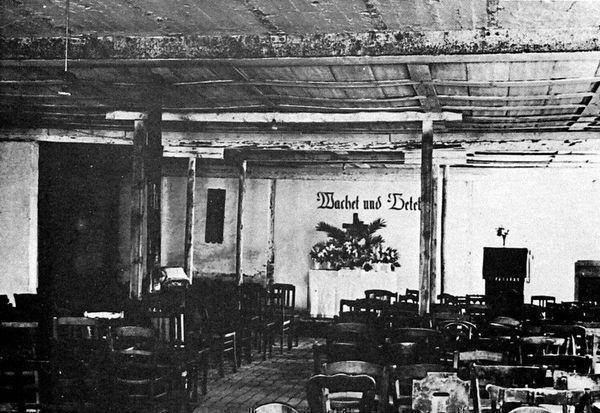 Oppau 1945 Prot. Notkirche im Keller des zerstörten Ratskellers.