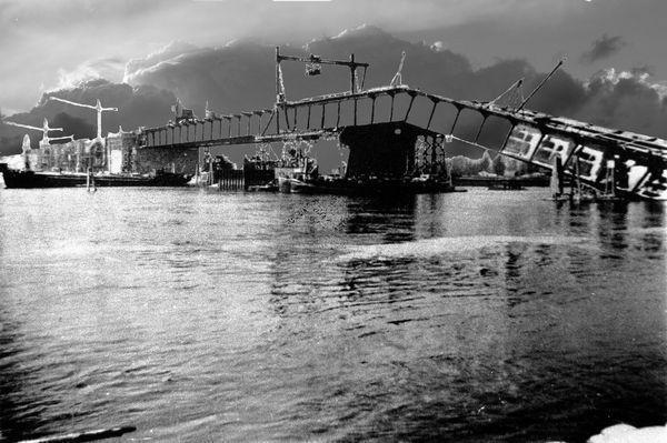 RH: Edigheim 12.12.1940 Die fast fertige Autobahnbrücke stürzt in den Rhein