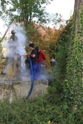 Mitarbeiter der Mannheimer Reinigungsfirma hp.dienste beim Trockeneis-Strahlen.