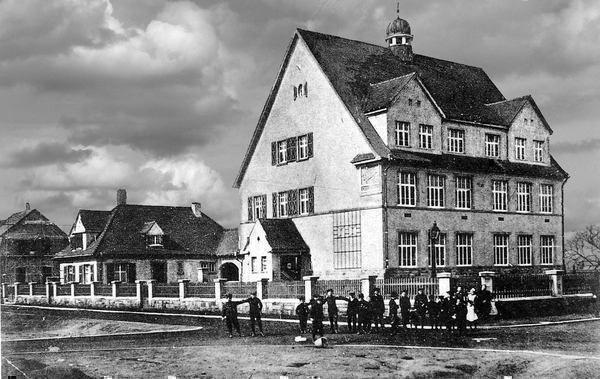 SC: Oppau 1.11.1911 Mozart-Str.(Kurt-Schumacher-Str), Einweihung Mozartschule