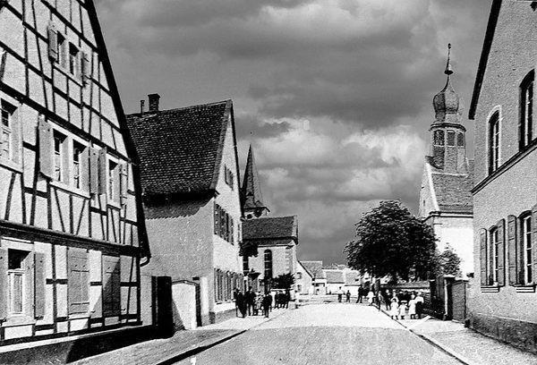 SC: Oppau 1920 Kirchen-Str. Rechts: Schillerschule (29. Oktober 1862 bis 1921)