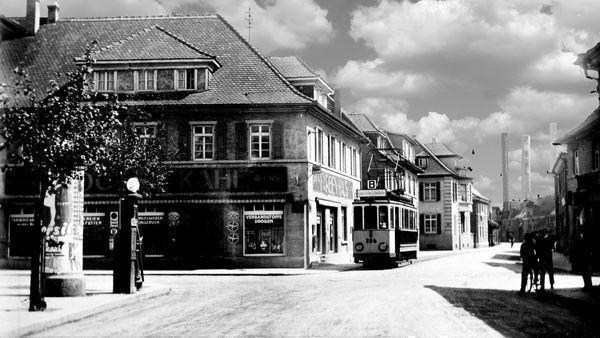 ST: Oppau 1928 Industrie-Str. (Bgm-Trupp-Str.). Linie 8 und erste Tankstelle.
