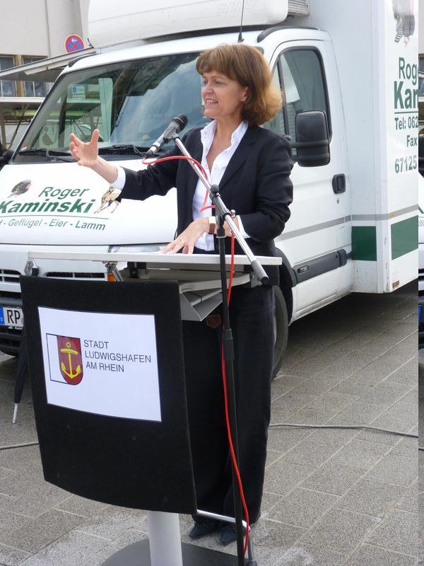 OB Dr. Eva Lohse übergibt den Marktplatz Edigheim