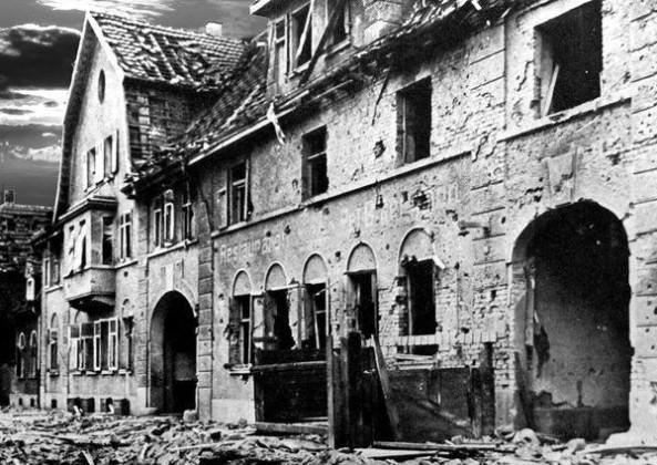 """Oppau 1941. Gasthaus """"Zum weißen Lamm"""", Friedrich-Str."""