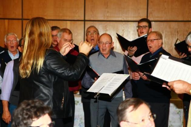 Chor: Frisch gesungen. Leitung Maria Mattern