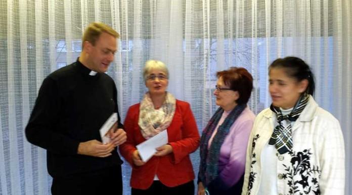 v.l. Pfarrer Georg Müller, Sabine Pfirrmann, Rosemarie Strang, Marica Kovacic