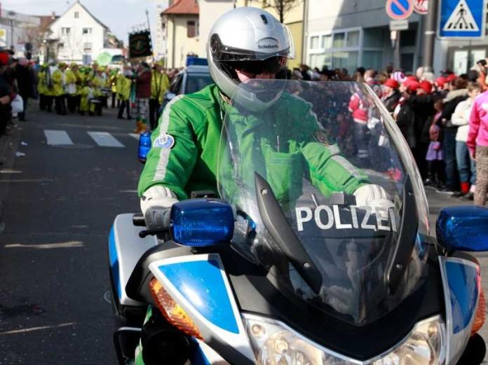 Polizeibegleitung (Symbolbild)