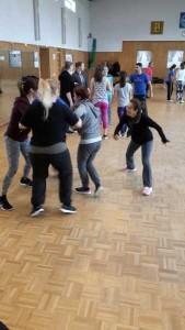 Teilnehmerinnen bei den Übungen des Selbstverteidigungskurses