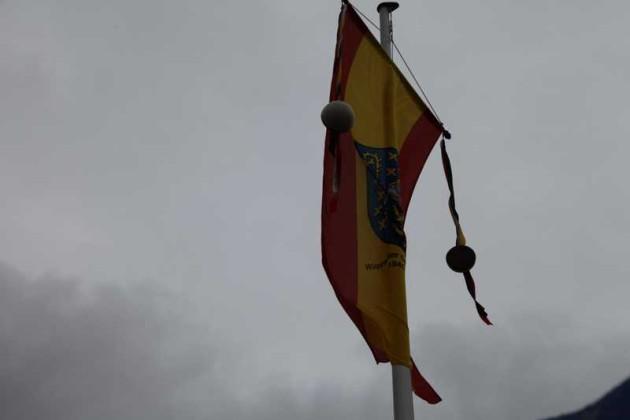Die Fahne im Regen