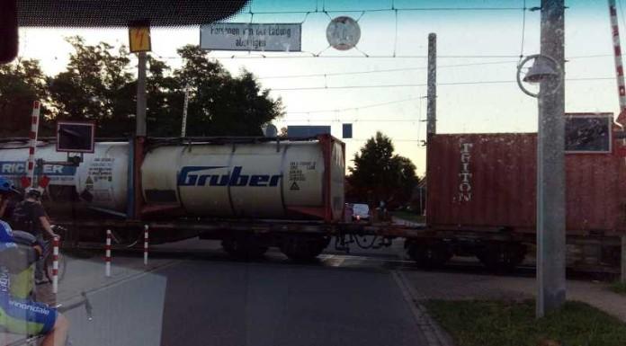 Bahnübergang Oppau - Lebensgefahr durch Schranke (Quelle: Fritz Poh)