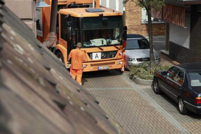 Park- und Verkehrssituation in Oppau. Müllabfuhr durch Falschparker behindert.